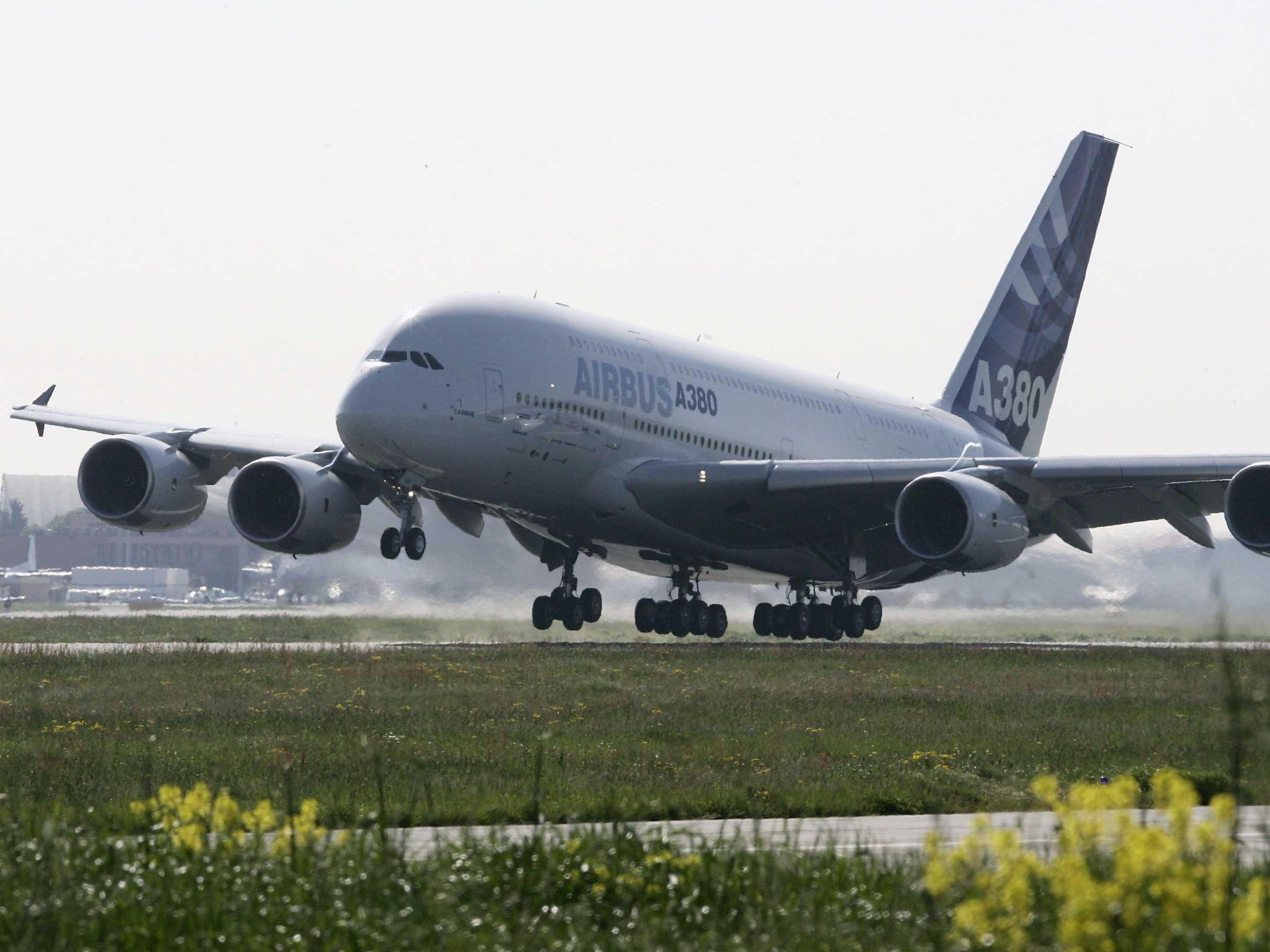 නිල් අහසේ පියාසලන යෝධ Airbus A380