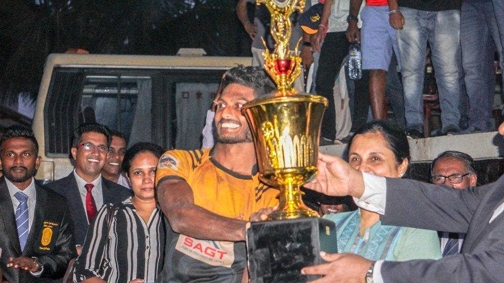 Krishmal Fernando with the trophy